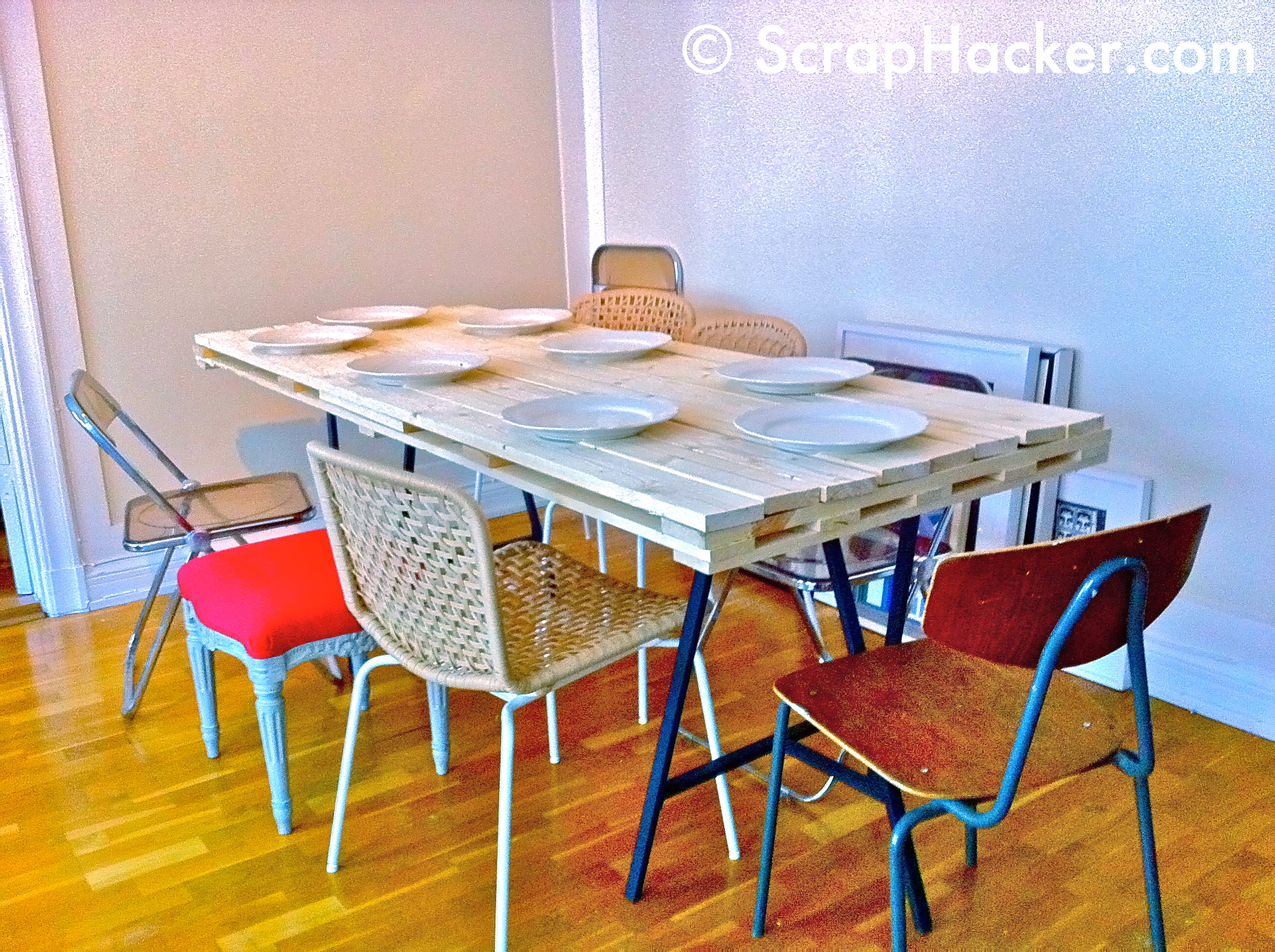 d i y pallet dining table a 10 step tutorial. Black Bedroom Furniture Sets. Home Design Ideas