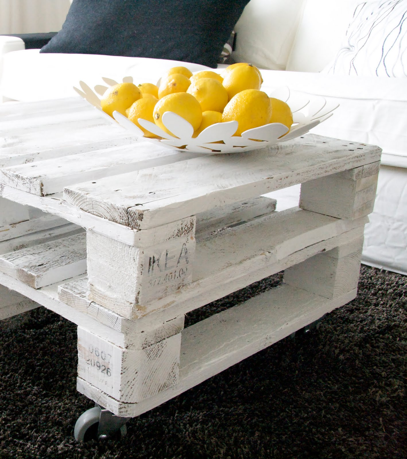 top 10 d i y ideas for pallet coffee tables. Black Bedroom Furniture Sets. Home Design Ideas