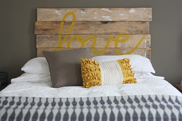 Top15 Pallet D.I.Y Ideas for the Bedroom