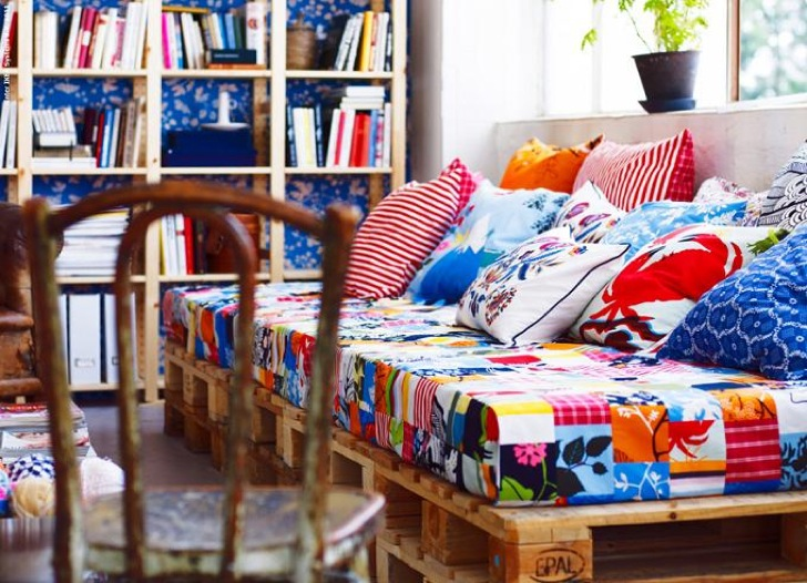 D i y pallet sofa top 15 examples to inspire some for Bohemian style daybed