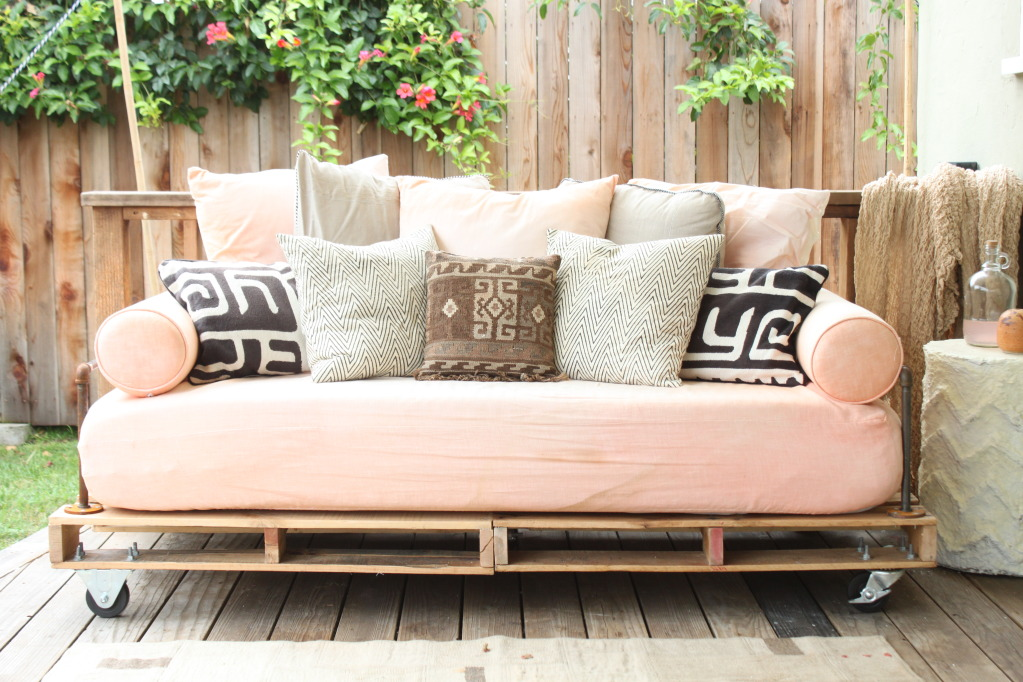 D.i.y pallet sofa   top 15 examples to inspire some scraphack action!