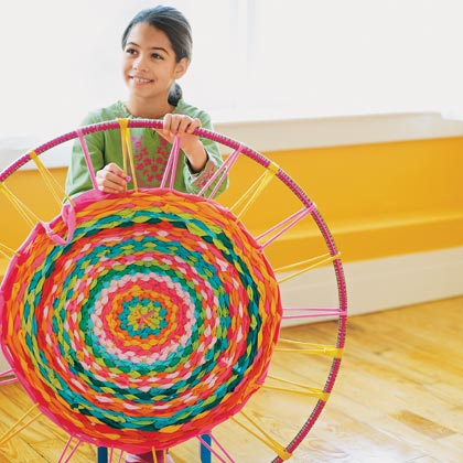 hula hoop diy make a rug from recycled tees or yarn